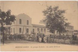 CPA ALGERIE BERROUAGHIA Le Groupe Scolaire La Sortie Des Enfants De L´Ecole 1911 - Other Cities