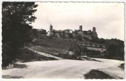 83 - PONTEVES Et Le Château Vus De La Route - 1956 - Sonstige Gemeinden