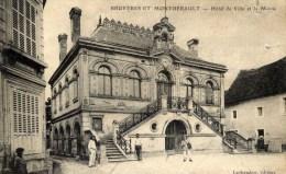 02 BRUYERES Et MONBRERAULT  Hôtel De Ville Et La Mairie Animée Facteur En L´état - Frankreich