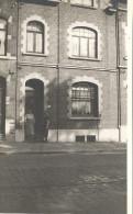 CARTE PHOTO A IDENTIFIER -     Deux femmes devant un pas de Porte - - Carte non situ�e -  - VAN1 -