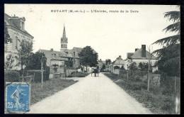 Cpa Du 49 Noyant  L' Entrée , Route De La Gare  ...  Saumur      JUI36 - Saumur