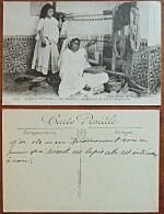 CP N° 1003 - Scènes Et Types - Au Maroc Fabrique De Tapis Marocains - Vue Animée - Maroc