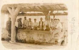 AVIGNON CARTE PHOTO GROUPE DE SOLDATS AU LAVOIR 1925 - Avignon