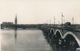 33 (GIRONDE) BORDEAUX : Le Pont De Pierre Et La Tour Sant-Michel, Edit. L. Chatagneau (non écrite, Neuve)