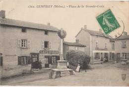 CPA 69 LENTILLY Place De La Grande Croix Calvaire Commerce Café BOSLE 1910 - France