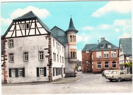 Grossauheim Am Main: FIAT 1500L, VW 1200, FORD 12M P1 STREIFENTAUNUS & P3 - Fackwerkhäuser, Rathaus - (D) - Toerisme