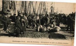 DUNKERQUE .. QUAI DES HOLLANDAIS .. DEBARQUEMENT DES EFFETS DES PECHEURS ISLANDAIS - Dunkerque