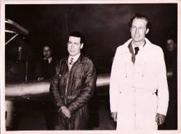 Les Aviateurs LIBERT Et DENIS Au Départ Du Raid Paris-Tokyo, 1937 - Luchtvaart