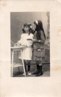 Cpa-photo De Fillettes Se Coiffant, Photo G.Filippi à Lourdes (44.34) - Anonymous Persons