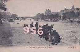 CPA * * PARIS * * Au Bords De La Seine - The River Seine And Its Banks
