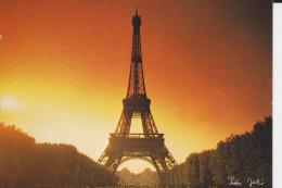 CPSM PARIS TOUR EIFFEL COUCHER DE SOLEIL CONTRE LA LUMIERE  PHOTO XAVIER JORDI ED GUY - Halt Gegen Das Licht/Durchscheink.