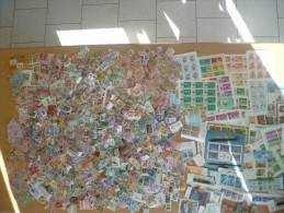 Vrac beau gros carton de +/- 5000 timbres avec blocs � trier! principalement Europe mais aussi Exotiques!