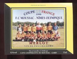 Etiquette De Vin De Pays Du Gard -  Coupe De France  F.C Moussac  Nîmes Olympique - Thème Football - Soccer
