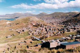 1 AK Peru * Blick auf die Stadt Puno am Titicaca See *