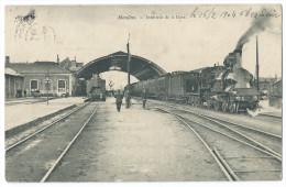 MOULINS (Allier) Intérieur De La Gare - Animée - Un Train Quittant La Gare - France