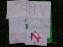 Lot De Monogramme  Et Autres  Broderies Coupees Dans Des Draps Ou Autre-05-(1) - Unclassified