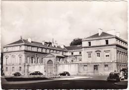 Caen : RENAULT FREGATE & R4CV, CITROËN TRACTION AVANT - Le Préfecture - Calvados (F) - Toerisme