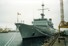PHOTO  DEPART DE LA DERNIERE FREGATE CONSTRUITE A  SAINT NAZAIRE F 735  GERMINAL  16/07/1993 - Bateaux