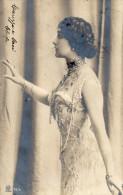 CARTOLINA D'EPOCA  INIZI 900 DI ATTRICE  CON DEDICA  CAREZZE E BACI CLEOFE RARA!!! VIAGGIATA NEL 1905 - Femmes Célèbres
