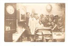 Carte Photo : Atelier D´Horlogerie : Ouvriers -ouvrières - Pendules - Horloges - Lieu à Déterminer - Artisanat