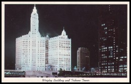 WRIGLEY BUILDING AND TRIBUNE TOWER AT NIGHT. CHICAGO, ILLINOIS, USA (Unused Postcard, 1960´s) - Chicago