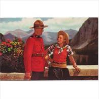 CND1773C-LFTD3949TPROPOL.Tarjeta Postal De CANADA.Policia Hablando Con Una Mujer,en La MONTAÑA - Profesiones