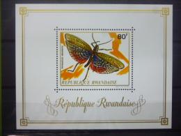 REP. RWANDA BLOK 27  xx ( COB ) COTE : 9 EURO ( B )