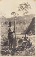 Carte Photo Afrique Congo Femme Sein Nu Cuisine 1923 - Afrika