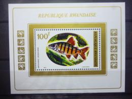 REP. RWANDA BLOK 30  xx ( COB ) COTE : 5.50 EURO ( B )