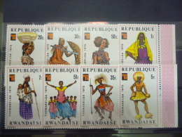 REP. RWANDA 704/711  xx ( COB ) COTE : 4.25 EURO ( B )