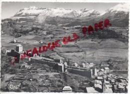 04 - SEYNE LES ALPES - VUE PANORAMIQUE AERIENNE SUR LA VILLE - LA CHAINE DE LA BLANCHE ET LE COL BAS- 1953 - Other Municipalities