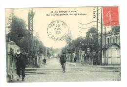 RIS ORANGIS - Rue Du Pont Prise Du Passage à Niveau - Ris Orangis