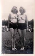 2 BLONDE JUNGE FRAUEN IN SPORTDRESS Fotokarte - Gymnastik