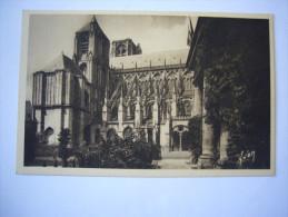 Cher (18 ) Bourges :Cathédrale Et Hôtel De Ville - Bourges