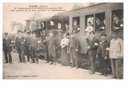 Bombardement De Bergues Mai Luin 1915 Les Bureaux De La Gare Pendant Le Bombardement Carte  En Bon état - Villers Bretonneux