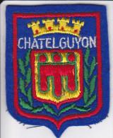 ECUSSON TISSU BRODE CHATELGUYON 63 AUVERGNE ARMES BLASON HERALDIQUE - Blazoenen (textiel)