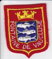 ECUSSON TISSU BRODE FONTAINE DE VAUCLUSE ARMES BLASON HERALDIQUE - Blazoenen (textiel)