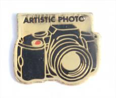Pin's  ARTISTIC PHOTO - L'appareil Photo Reflex -  D1106 - Fotografia