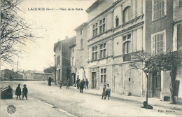 30 LAUDUN PLACE MAIRIE ANIMATION GARD - France