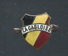 """Epinglette Ancienne émaillée Au Couleur De La Belgique """"GAULOISE"""" ( Bière ) - Dranken"""