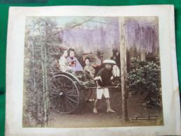 JAPON - 19ème Siècle - 2 Photos Sur Papier Albuminé Et Aquarellé - JINRIKISHA Et DANSEUSES - - Photos