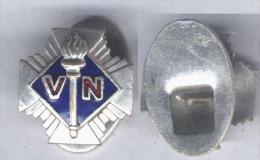 Insigne Des Volontaires Nationaux ( Anciennement Croix De Feu ) - Badges & Ribbons