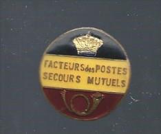 """Boutonni�re ancienne �maill�e noir, jaune, rouge """"FACTEURS DES POSTES SECOURS MUTUELS"""" RR"""
