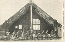 NEW ZEALAND - MAORI HAKA AT CARVED HOUSE - ROTORUA -  ETHNIC  DANSE - Nouvelle-Zélande