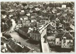 Is-sur-Tille (21) la grande place et le pont sur l�Ignon