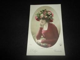 """Célébrités .  Artiste Belle Epoque .Mona Delza ( Ou De Vaudeville . """" La Toilette Au Théâtre """".Carte Photo  Manuel. . - Beroemde Personen"""