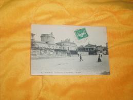 CARTE POSTALE ANCIENNE  CIRCULEE DE 1911. /  35.- SAUMUR.- LA PLACE DE L'ARCHE DOREE. / CACHET + TIMBRE. - Saumur