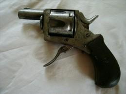 Revolver type BULL DOG  pour pi�ces ou � restaurer