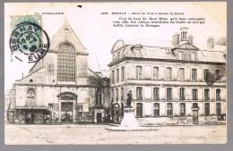 BERNAY . Hôtel De Ville Et Statue De Daval . - Bernay
