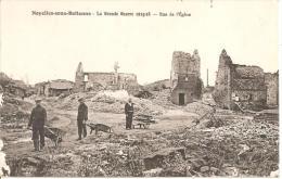NOYELLES SOUS BELLONNE ,GRANDE GUERRE ,RUE DE L'EGLISE ,HOMMES DEGAGEANT GRAVAS A LA BROUETTE REF 40129 - Other Municipalities